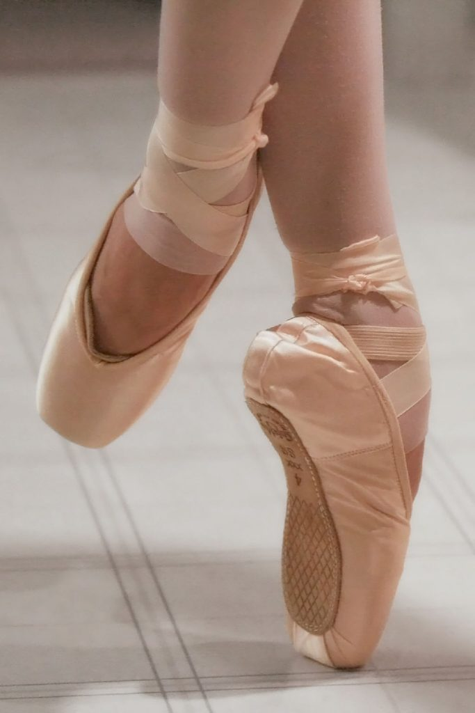 En pointe only became popular after a few ballet periods in.