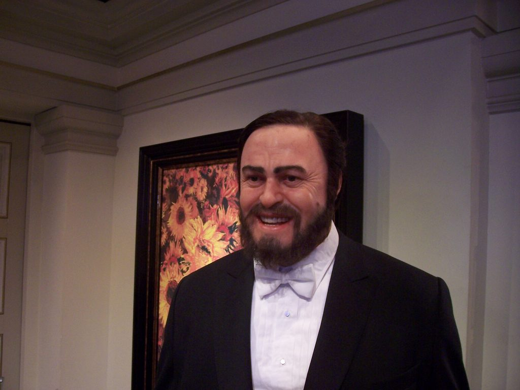 Opera Tenors: The most famous opera male singer Luciano Pavarotti