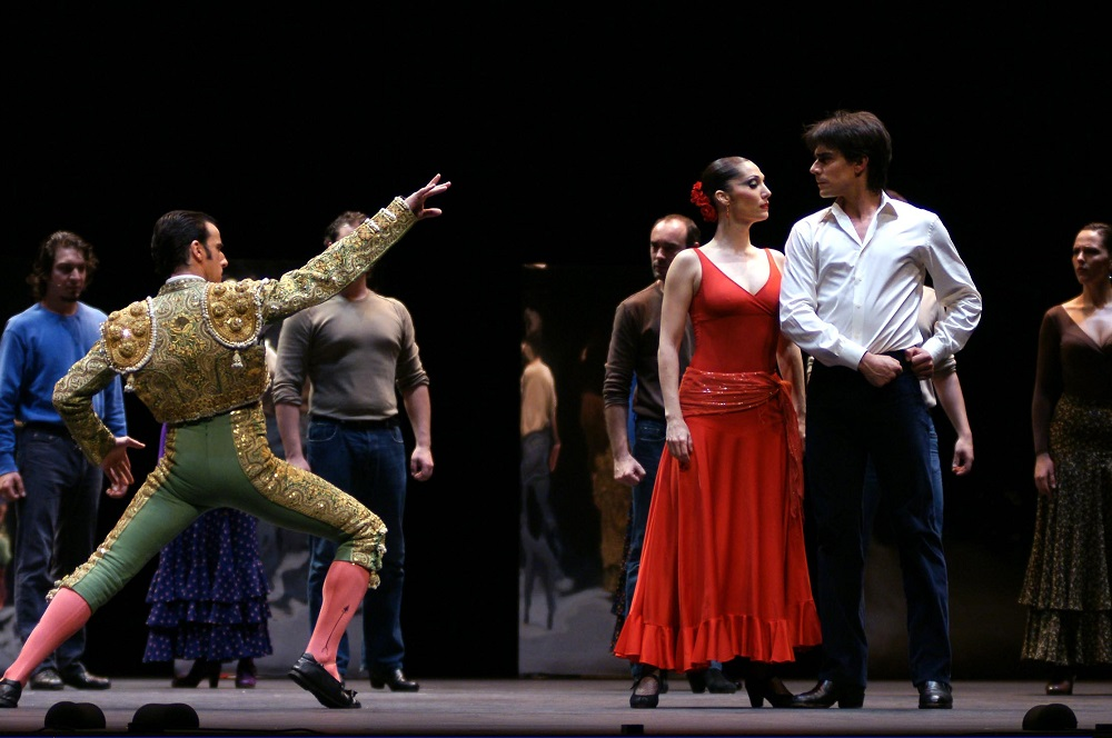 The classic opera Carmen portrayed in the flamenco vision of the Antonio Gades Cia.