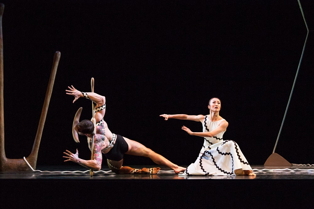 One of the most iconic dance companies for modern dance, the Martha Graham Dance Company presents 4 choreographies in this marvelous performance.