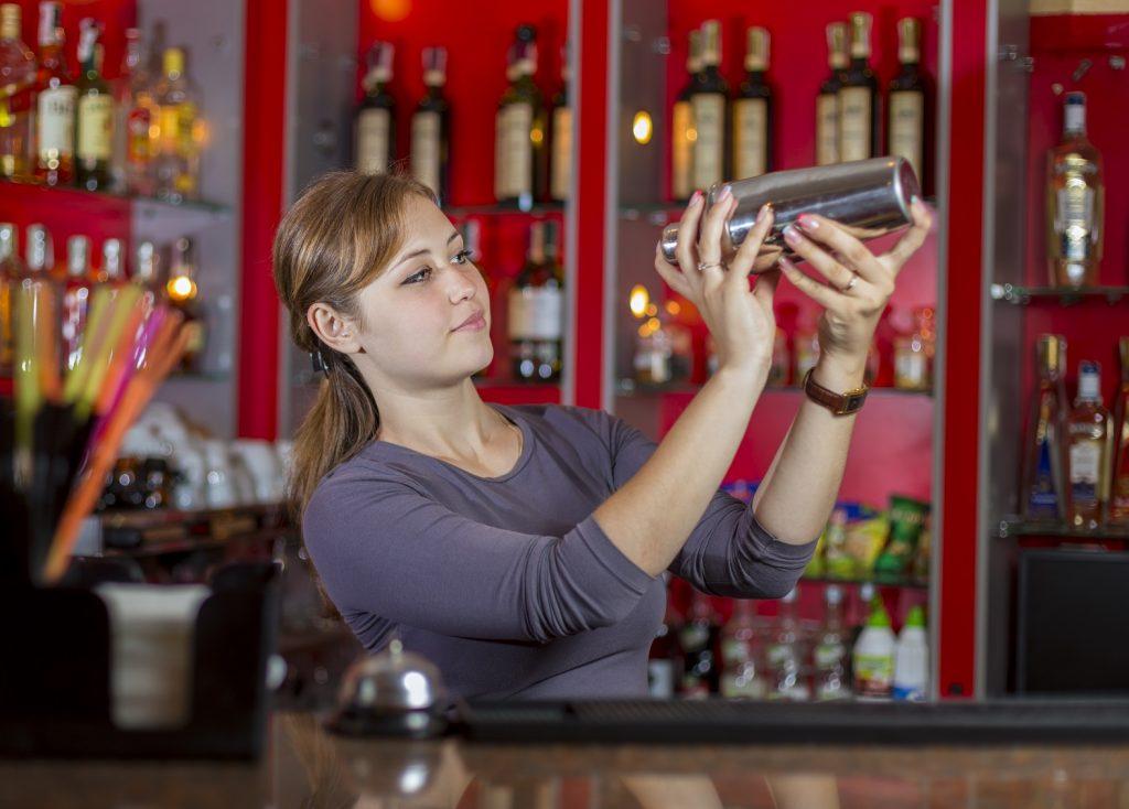 bartender_shaker_Cennarium_Acting